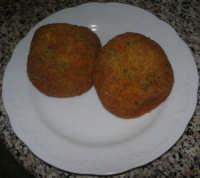 arancini di riso - per tradizione si mangiano in occasione della ricorrenza di Santa Lucia - 13 dicembre 2007  - Alcamo (3071 clic)