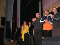 Rassegna musicale giovani autori Omaggio a De André: KAIORDA di Palermo e MARCOSBANDA di Roma salutano alla fine dello spettacolo - Teatro Cielo d'Alcamo - 11 febbraio 2006      - Alcamo (2303 clic)