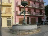 fontana in piazza R.F. Evola - 26 ottobre 2008   - Balestrate (1263 clic)