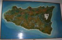 Villaggio Turistico Capo Calavà: plastico della Sicilia esposto nel ristorante - 23 luglio 2006  - Gioiosa marea (6596 clic)