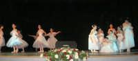 presso il Teatro Cielo d'Alcamo, il Saggio di danza, diretto da Rosanna Stabile - ARTE LIBERA - I Colori del mondo: LA PACE (foto 19)- 16 GIUGNO 2007  - Alcamo (1034 clic)