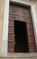 il portone della Chiesa Madre Maria SS. delle Grazie - 23 marzo 2008   - Terrasini (1185 clic)