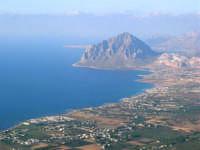 Panorama del litorale da Pizzolungo a Bonagia, a Cornino e monte Cofano - 14 luglio 2005  - Erice (1850 clic)