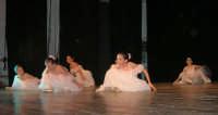 presso il Teatro Cielo d'Alcamo, il Saggio di danza, diretto da Rosanna Stabile - ARTE LIBERA - I Colori del mondo: LA PACE (foto 21)- 16 GIUGNO 2007  - Alcamo (1187 clic)