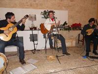 Concerto NAPOLINCANTO - Domenico De Luca (chitarra solista e percussione), Gianni Aversano (voce e chitarra), Ferdinando Piscopo (mandolino) - 10 dicembre 2009   - Alcamo (2175 clic)