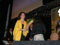 Rassegna musicale giovani autori Omaggio a De André: KAIORDA di Palermo e MARCOSBANDA di Roma salutano alla fine dello spettacolo - Teatro Cielo d'Alcamo - 11 febbraio 2006   - Alcamo (1916 clic)