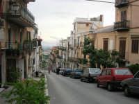 una via con vista sul Golfo di Castellammare - 1 giugno 2007  - Montelepre (3167 clic)