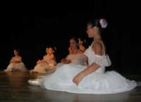 presso il Teatro Cielo d'Alcamo, il Saggio di danza, diretto da Rosanna Stabile - ARTE LIBERA - I Colori del mondo: LA PACE (foto 22)- 16 GIUGNO 2007  - Alcamo (1269 clic)