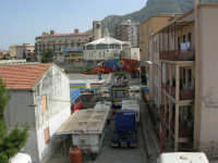 le giostre invadono il quartiere: sta per avere inizio la festa di Santa Rita - 19 maggio 2006   - Castellammare del golfo (1701 clic)