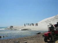Scala dei Turchi, durante la realizzazione di un videoclip dei Gemelli Diversi - 7 settembre 2007  - Realmonte (1269 clic)