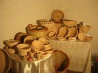 festeggiamenti in onore di Maria Santissima dei Miracoli, Patrona di Alcamo - All'interno del Castello dei Conti di Modica, mostra di manufatti artigianali in vimini a cura di Renda Vito - 21 giugno 2007  - Alcamo (1094 clic)