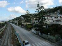 Dal cavalcavia, nei pressi dell'ex caserma dei Carabinieri - 2 dicembre 2005  - Alcamo marina (4821 clic)