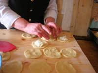 la preparazione delle genovesi - C.da Digerbato - Tenuta Volpara - 21 dicembre 2008   - Marsala (2109 clic)