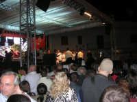 Cous Cous Fest 2007 - In Piazza Santuario, cerimonia di premiazione miglior cous cous 2007, presenta Sasà Salvaggio. Sul palco anche il Sindaco Giuseppe Peraino - 28 settembre 2007   - San vito lo capo (827 clic)