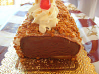 tronchetto di gelato alla nocciola e cioccolato (lato cioccolato) - 4 agosto 2007  - Alcamo (4012 clic)