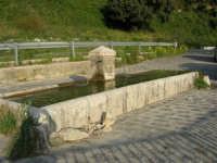 lungo la strada da Palazzo Adriano a Chiusa Sclafani: fontana d'acqua potabile - 23 aprile 2006   - Chiusa sclafani (2205 clic)