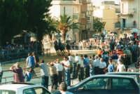Festeggiamenti in onore di Maria Santissima dei Miracoli, Patrona di Alcamo - Il Palio - Viale Italia (alla rotonda) - 19 giugno 2002  - Alcamo (2090 clic)