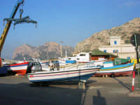 al porto: barche in secca - 25 aprile 2007  - Isola delle femmine (974 clic)