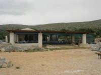 C/da Cucca (sulla strada per San Vito Lo Capo, un paio di chilometri dopo Purgatorio)- Agriturismo La Valle dei Tramonti - 27 maggio 2007   - Custonaci (822 clic)