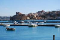 il castello ed uno scorcio della città visti dal porto - 21 gennaio 2008  - Castellammare del golfo (673 clic)