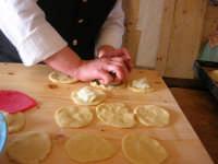 la preparazione delle genovesi - C.da Digerbato - Tenuta Volpara - 21 dicembre 2008   - Marsala (1616 clic)