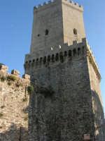 Torrione medievale - 14 luglio 2005  - Erice (1585 clic)