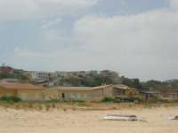 case sulla spiaggia e n'capu u timpuni - 21 maggio 2006   - Alcamo marina (1921 clic)
