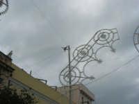 Festa di li Schietti - Piazza Duomo - un aereo sorvola la città - 23 marzo 2008    - Terrasini (1783 clic)