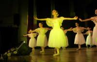 presso il Teatro Cielo d'Alcamo, il Saggio di danza, diretto da Rosanna Stabile - ARTE LIBERA - I Colori del mondo: LA PACE (foto 32)- 16 GIUGNO 2007  - Alcamo (1006 clic)