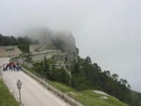 Castello di Venere avvolto dalla foschia - 1 maggio 2009   - Erice (2325 clic)