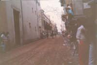 Festeggiamenti in onore di Maria Santissima dei Miracoli - Corse dei cavalli: corso VI Aprile (Corso Stretto)- giugno 1982  - Alcamo (1765 clic)
