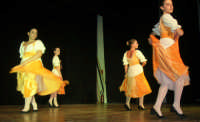 presso il Teatro Cielo d'Alcamo, il Saggio di danza, diretto da Rosanna Stabile - ARTE LIBERA - I Colori del mondo: LA PACE (foto 34)- 16 giugno 2007  - Alcamo (1066 clic)