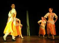presso il Teatro Cielo d'Alcamo, il Saggio di danza, diretto da Rosanna Stabile - ARTE LIBERA - I Colori del mondo: LA PACE (foto 35)- 16 giugno 2007  - Alcamo (1054 clic)
