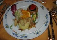 pranzo al Baglio Trinità: insalata di coniglio e cedro - sformatino di carciofi - sformatino di melanzane - rotolini di zucchine - 22 aprile 2007    - Castelvetrano (5000 clic)