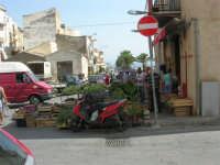 mercato di frutta e verdura in via Marina di Petrolo - 21 luglio 2007   - Castellammare del golfo (2137 clic)