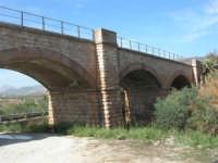 ponte ferroviario - 4 ottobre 2007  - Calatafimi segesta (1485 clic)