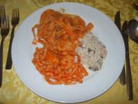 tris di primi piatti: risotto radicchio e salmone - tagliatelle boscaiola - busiate ragù di maiale - 12 aprile 2009   - Santa ninfa (9580 clic)