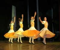 presso il Teatro Cielo d'Alcamo, il Saggio di danza, diretto da Rosanna Stabile - ARTE LIBERA - I Colori del mondo: LA PACE (foto 37)- 16 giugno 2007  - Alcamo (1056 clic)
