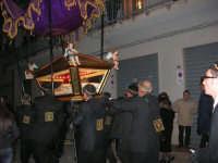 Venerdì Santo: processione del Cristo Morto e dell'Addolorata - via Galileo Galilei - 21 marzo 2008   - Alcamo (850 clic)