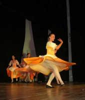 presso il Teatro Cielo d'Alcamo, il Saggio di danza, diretto da Rosanna Stabile - ARTE LIBERA - I Colori del mondo: LA PACE (foto 38)- 16 giugno 2007  - Alcamo (1039 clic)