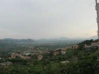 panorama: guardando verso Borgetto e Partinico; all'orizzonte il Monte Bonifato - 1 giugno 2007  - Montelepre (3033 clic)
