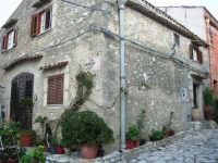 per le vie del piccolo borgo - 8 maggio 2007  - Scopello (855 clic)