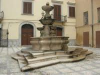 la fontana della Piazza Mons. Pasquale T. Lombardo, già Purgatorio - 24 settembre 2007  - Marsala (1606 clic)