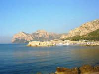 il porto e Capo Gallo - 25 aprile 2007  - Isola delle femmine (1393 clic)