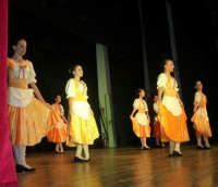 presso il Teatro Cielo d'Alcamo, il Saggio di danza, diretto da Rosanna Stabile - ARTE LIBERA - I Colori del mondo: LA PACE (foto 41)- 16 giugno 2007  - Alcamo (1058 clic)