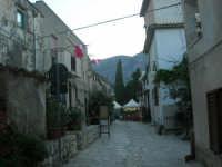 per le vie del piccolo borgo - 8 maggio 2007  - Scopello (748 clic)