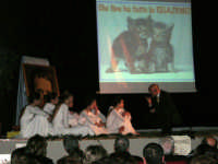 Teatro Euro - Le ragazze della scuola di danza Arte Libera durante la conferenza tenuta dal Dott. Carmelo Impera sul tema Educare oggi giovani e famiglie - Un modello per promuovere l'agio e prevenire il disagio, organizzata dall'Opera Salesiana Don Bosco di Alcamo ed il Centro Socio-Psico-Pedagogico Carl Rogers - Comunità di Accoglienza Oasi Don Bosco di Ispica (RG) - 29 gennaio 2006  - Alcamo (1333 clic)