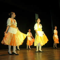 presso il Teatro Cielo d'Alcamo, il Saggio di danza, diretto da Rosanna Stabile - ARTE LIBERA - I Colori del mondo: LA PACE (foto 42)- 16 giugno 2007  - Alcamo (1062 clic)