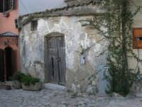 per le vie del piccolo borgo - 8 maggio 2007  - Scopello (849 clic)