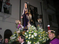 Venerdì Santo: processione del Cristo Morto e dell'Addolorata - via Galileo Galilei - 21 marzo 2008   - Alcamo (1100 clic)